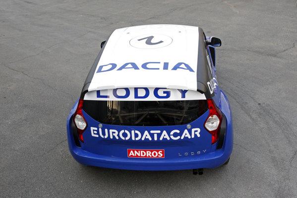 Spatele lui Dacia Lodgy este dominat de stopuri interesante pe verticala