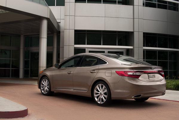 In SUA, Hyundai Azera se situeaza intre Sonata si Genesis