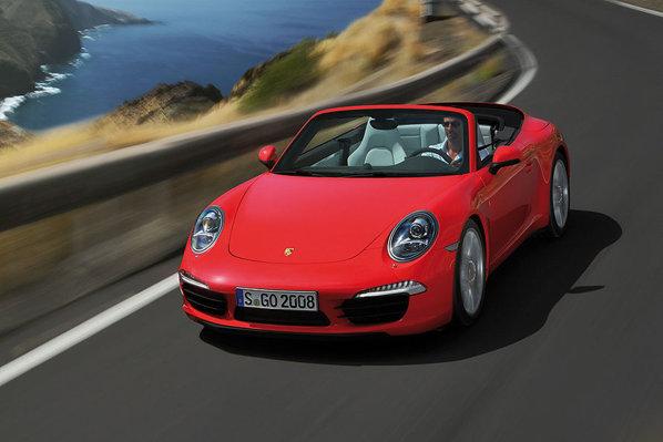 Doar 11 secunde sunt necesare pentru capotarea/decapotarea noului 911 Cabrio