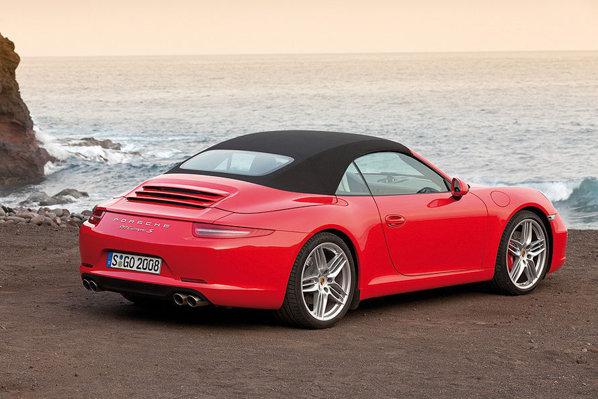 Acoperisul noului Porsche 911 Cabrio este inedit, avand un look de hardtop