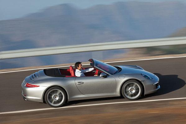 Noul Porsche 911 Cabrio nu se diferentiaza estetic de coupe, la nivelul principalelor detalii