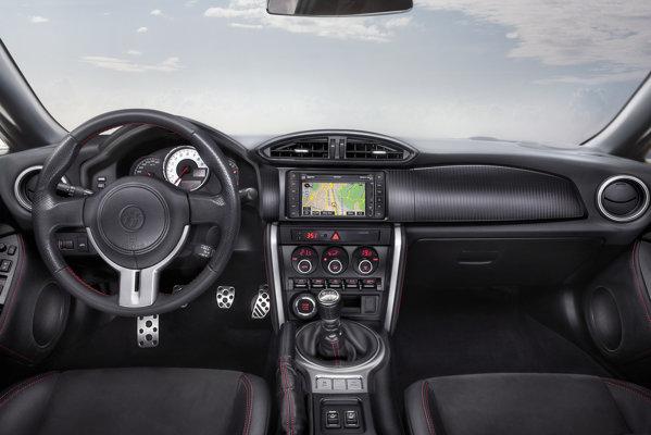 La interior, Toyota GT-86 mizeaza pe sobrietate si simplitate sportiva