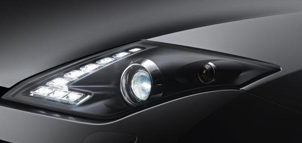 Pentru 2012, Renault Laguna Coupe adopta luminile de pozitie de tip LED
