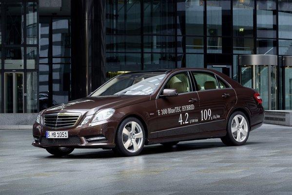 Mercedes-Benz E 300 BlueTEC Hybrid comsuma 4,2 litri/100 km de motorina