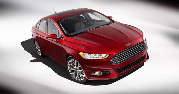 Noul Ford Fusion/Mondeo este foarte sobru, cu o grila care aminteste de Aston Martin