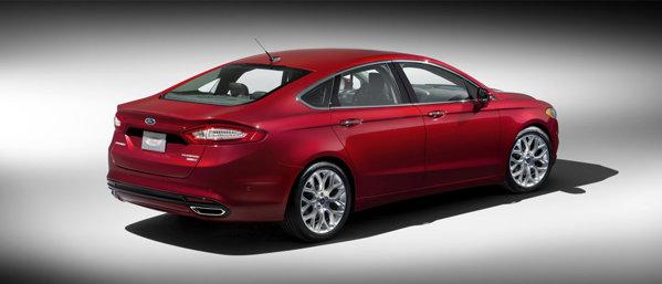Spatele lui Ford Fusion/Mondeo este dinamic si modern
