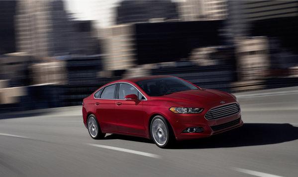Ford Fusion este oferit in SUA cu trei motoare pe benzina, toate cu 4 cilindri
