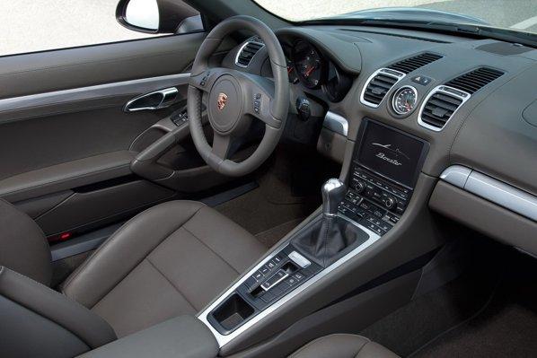 Interiorul noului Boxster se inspira de la Carrera GT