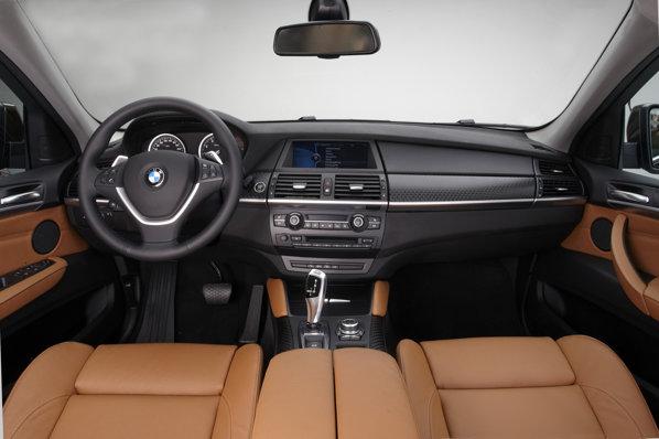 Interiorul lui BMW X6 facelift beneficiaza de noi combinatii de materiale si culori
