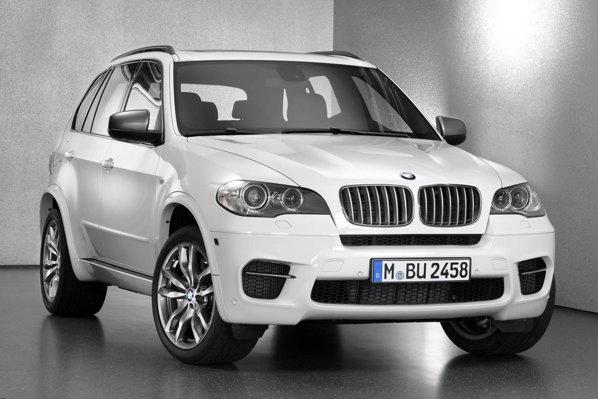 Desi are 120 CP mai putin, BMW X5 M50d demareaza la fel de bine ca Audi Q7 V12 TDI