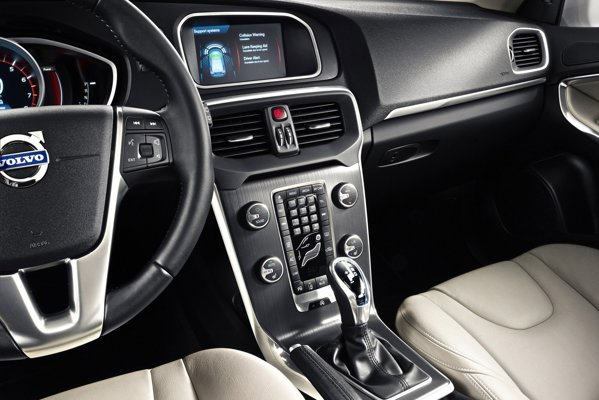 Volvo V40 ofera un interior specific Volvo, cu o calitate exemplara si stil simplificat