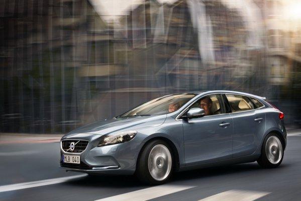 Volvo V40 ofera trei versiuni pe benzina, toate turbo: T3, T4 si T5 (de 254 CP)