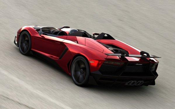 Pentru a obtine o masa cat mai scazuta, Aventador J a renuntat la acoperis, parbriz si elementele de confort