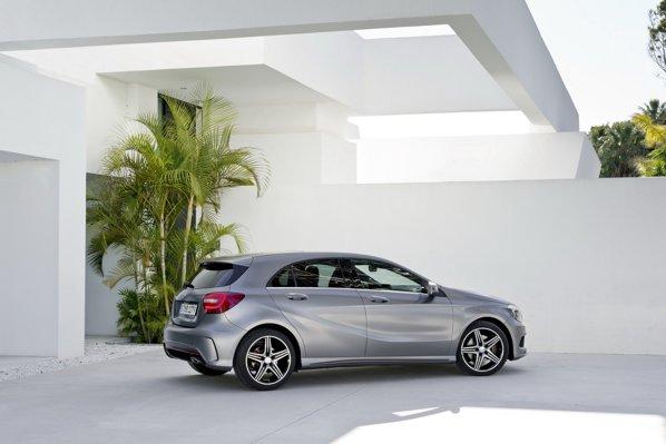 Noul Mercedes A-Class va rivaliza cu BMW Seria 1 şi Audi A3
