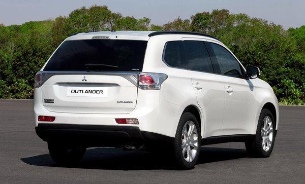 In Europa, Mitsubishi Outlander ofera un motor pe benzina si unul diesel, ambele de 150 CP