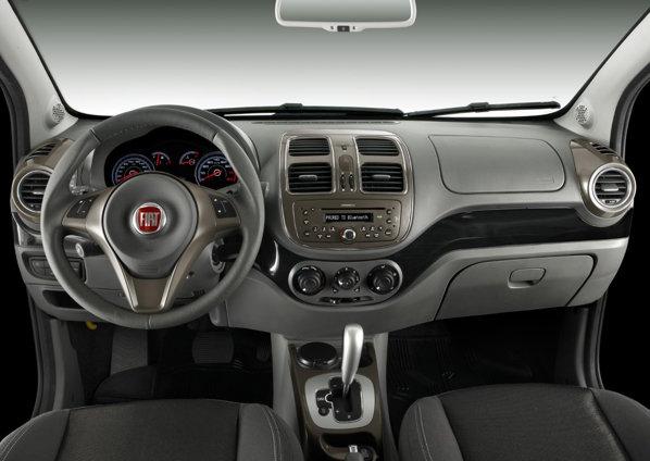 Interiorul lui Fiat Grand Siena este simplist, dar ergonomic