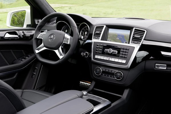 Interiorul lui Mercedes-Benz GL 63 AMG ofera confortul si luxul unui S-Class