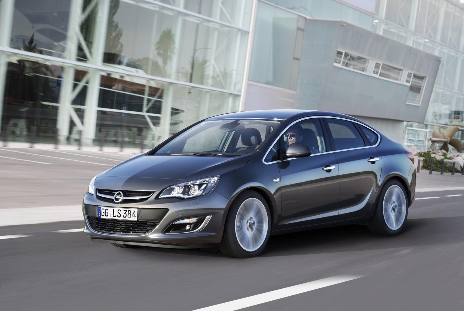Opel Astra 2012 are dreptul la un usor facelift exterior, care ii subliniaza eleganta
