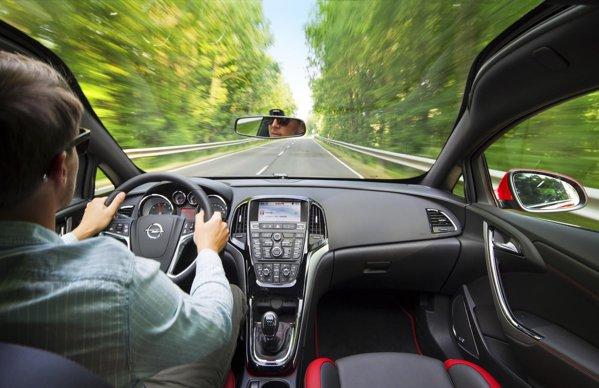 Opel Astra 2012 propune o serie de noi sisteme moderne de asistenta si siguranta