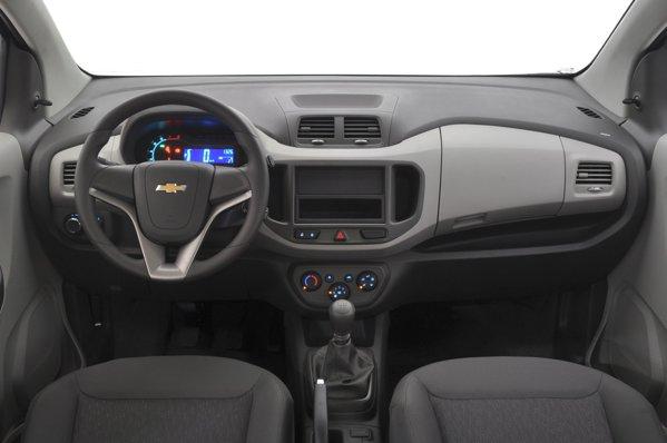 Interiorul lui Chevrolet Spin este simplu si ieftin, dar cu o buna ergonomie si multe spatii de depozitare