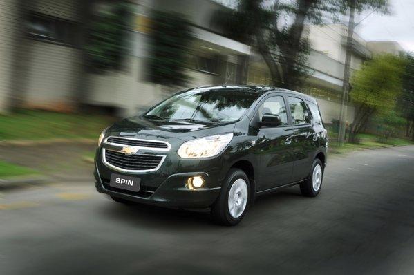 Chevrolet Spin este oferit cu o singura motorizare de 1,8 litri EconoFlex (benzina si bioetanol)