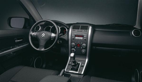 Interiorul lui Suzuki Grand Vitara facelift ramane nemodificat per ansamblu
