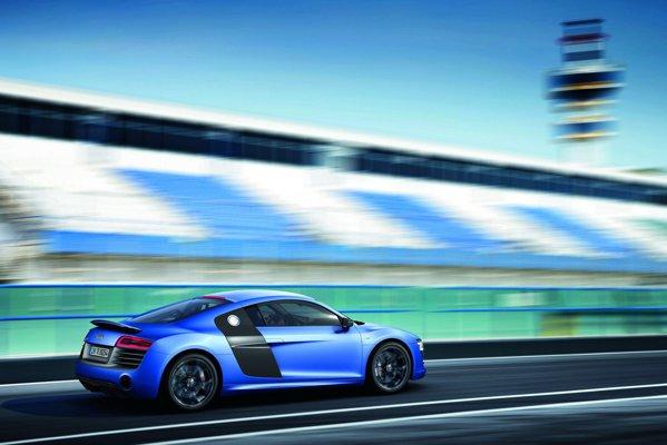 O data cu faceliftul apare si o noua versiune de top - Audi R8 V10 plus
