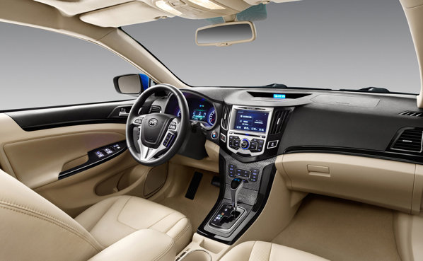 BYD F3 Plus are un interior cu o evidenta nota de lux