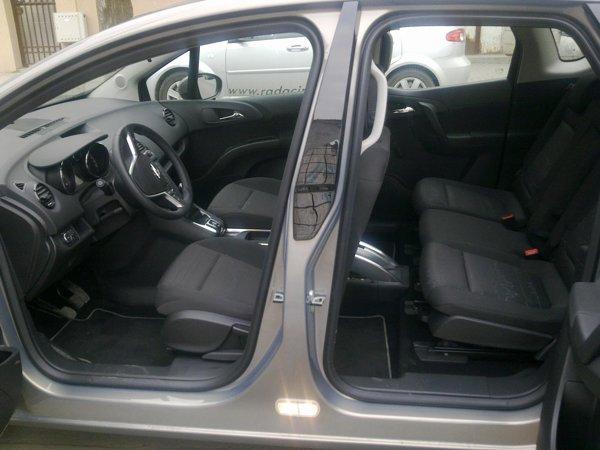 Portierele lui Opel Meriva au o deschidere in contrasens (suicide doors), oferind un acces excelent