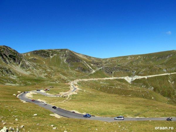 Transalpina ajunge la peste 2.100 metri altitudine, mai sus decat Transfagarasanul