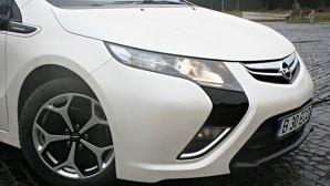 ANALIZĂ: merită sau nu să cumperi un hibrid plug-in sau o maşină electrică?