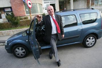 Povestea omului care a scris istorie la Dacia: torturat 14 ore de Securitate - interogat 3 zile de Renault