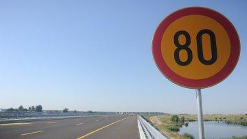 Studiu: creşterea limitelor de viteză duce la drumuri mai sigure