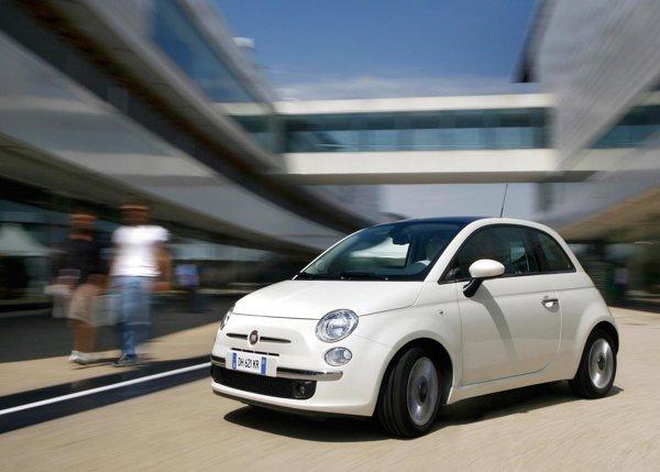 Fiat 500 1.2 Dualogic are cel mai mic consum de benzina: pretul de baza este de 12.746 euro