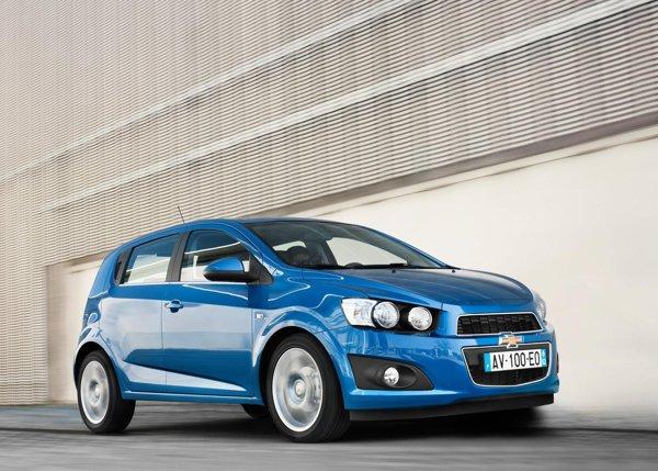 Chevrolet Aveo ofera un pachet de siguranta complet: versiunea 1.4 AT LS costa 13.250 euro