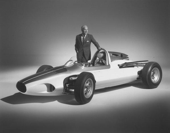 Inginerul Zora Arkus-Duntov creeaza laboratorul pe patru roti Corvette CERV I