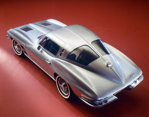 Chevrolet Corvette C3 - versiunea cu luneta Split Window a fost produsa doar in 1963