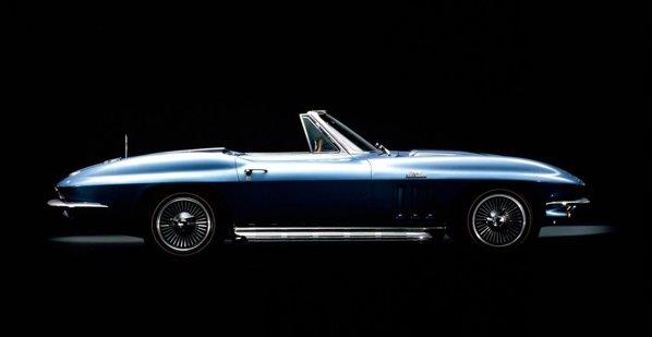 In 1965, Corvette C3 primeste un motor V8 de 427 cubic inch si 425 CP
