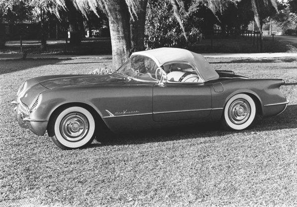 In 1955, Corvette primeste noul motor V8, gratie inginerului de origine rusa Zora Arkus-Duntov
