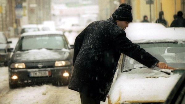Sfaturi utile de iarnă: cum încălzim eficient maşina iarna