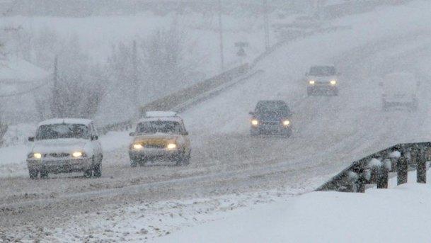 Sfaturi de condus iarna - de la anvelope iarnă până la controlul maşinii