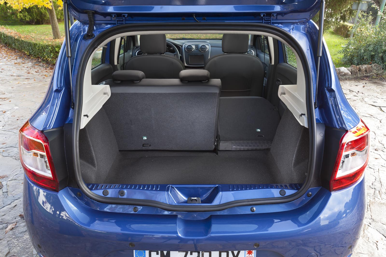 test n premier cu noua dacia sandero a doua genera ie sandero promite. Black Bedroom Furniture Sets. Home Design Ideas