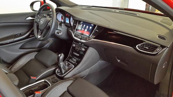 Vinilo para el plástico negro piano del salpicadero? Opel-astra-k-2015-11
