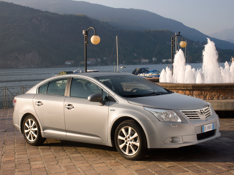 toyota avensis test in italia. Black Bedroom Furniture Sets. Home Design Ideas
