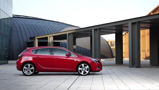 Noul Opel Astra este o masina foarte reusita ca design, avand o linie placuta si detalii atent studiate