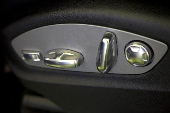 Pozitia de condus din noul Porsche Cayenne este una dintre cele mai sportive