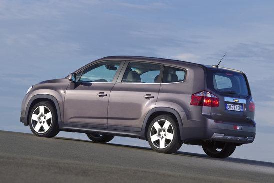 Chevrolet Orlando are un design colturos, bolovanos, parca necizelat. Inspira o puternica siguranta