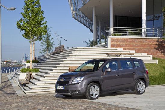 Cel mai ieftin Chevrolet Orlandp, motor 1.8 benzina, costa de la 14.790 euro in Romania.