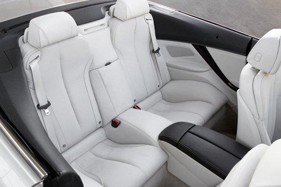 BMW Seria 6 Convertible este un cabriolet cu 2+2 locuri, scaunele din spate fiind putin primitoare