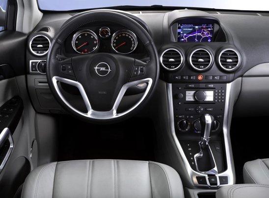 Opel Insignia facelift - materialele sunt mai bune, iar ergonomia ramane una buna